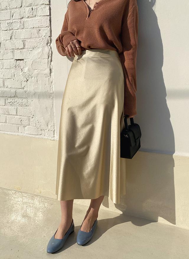 フレアサテンスカート