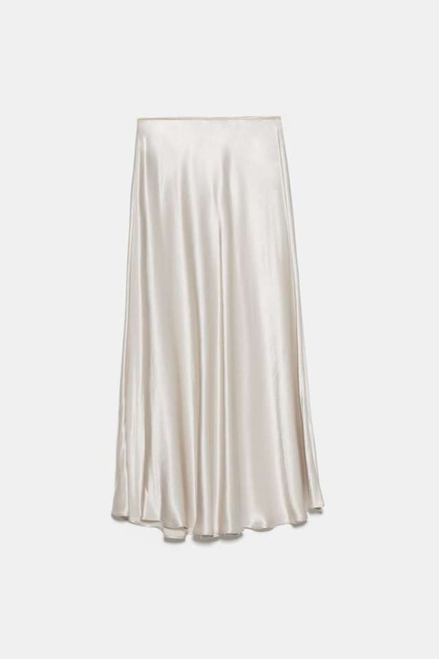 サテン地スカート