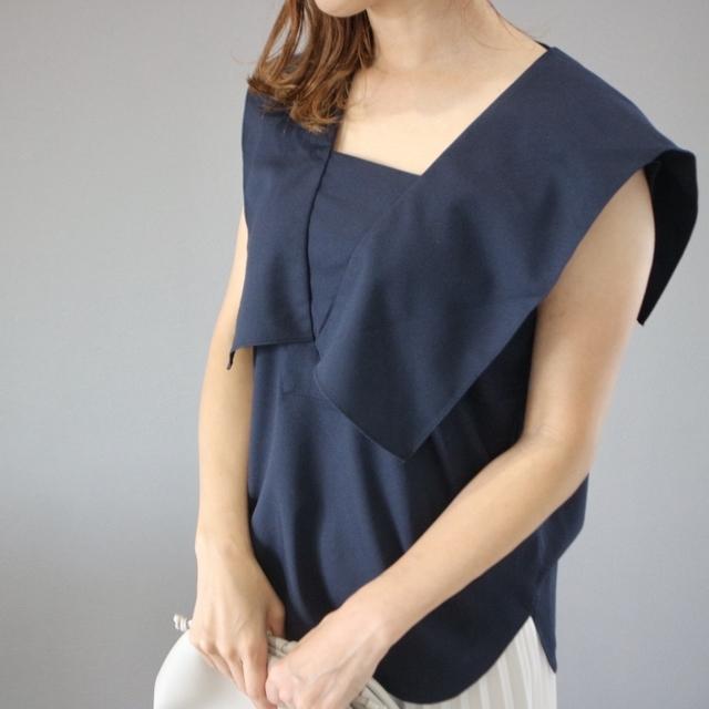 Sailor collar sleeveless blouse