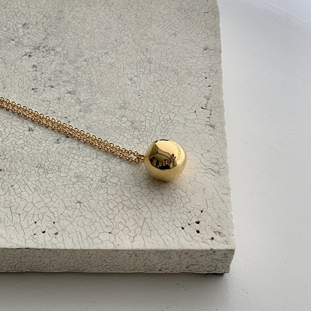 wonky ball necklace