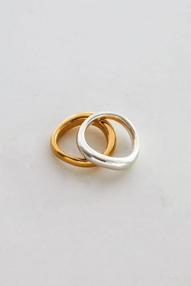 Smooth curve ring W