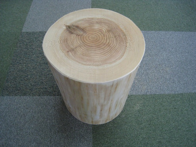 丸太いす皮なし 杉輪切り