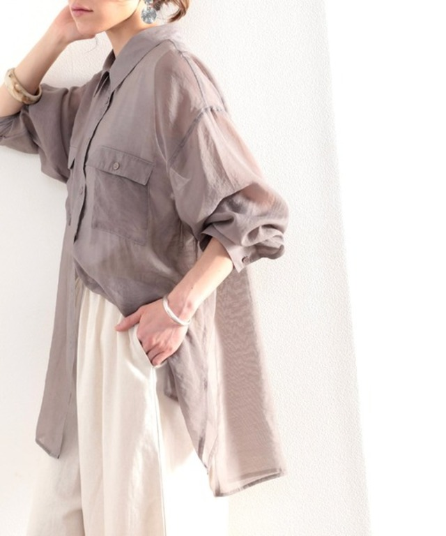 ヘルシーな透け感でカジュアルに。ゆったりシアーシャツ