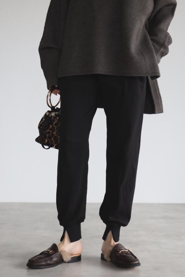 裾スリットジョガーパンツ