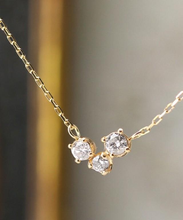 3ツ星ダイヤのシンプルネックレス