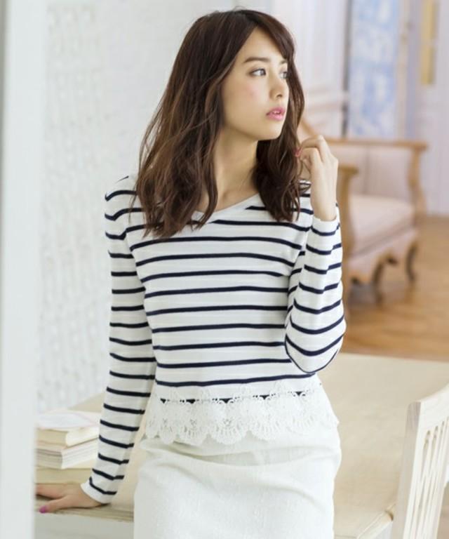 裾刺繍クロップド丈ニット
