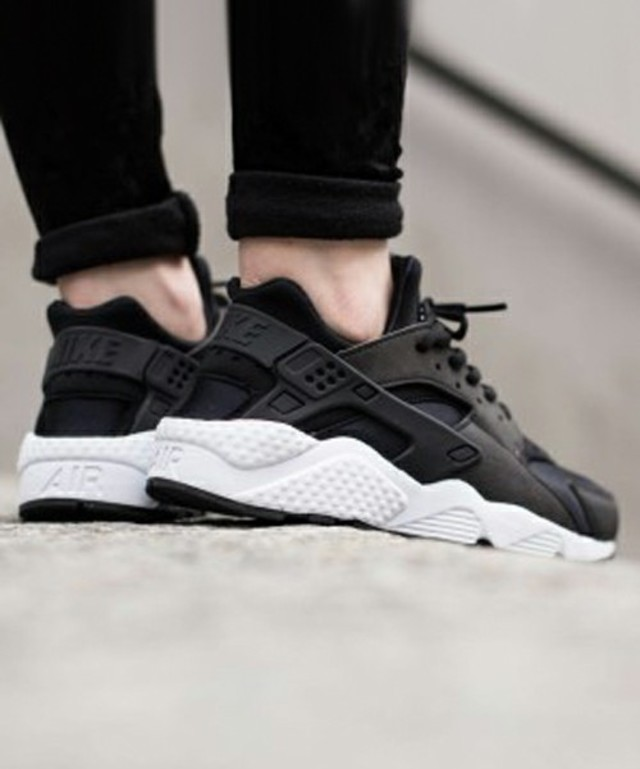 WMNS NIKE AIR HUARACHE RUN SE / NIKE