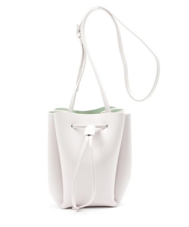 d6f0b923329f 春夏バッグは「巾着」に決まり。小物でトレンドを作る旬コーデ ...