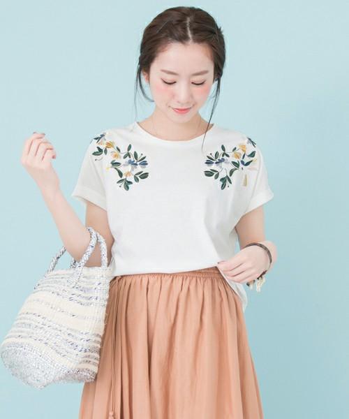 UR 配色刺繍Tシャツ