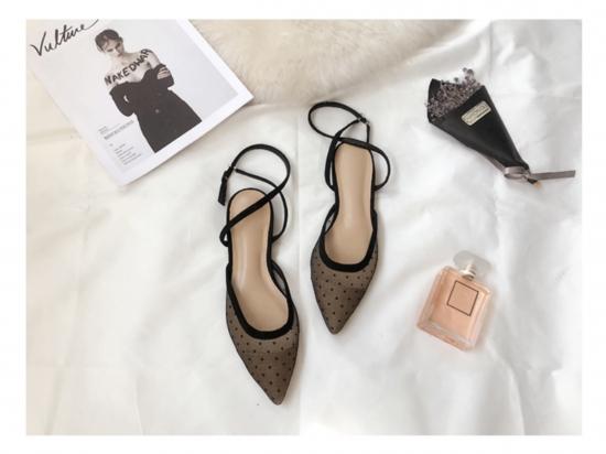 Dot strap shoes