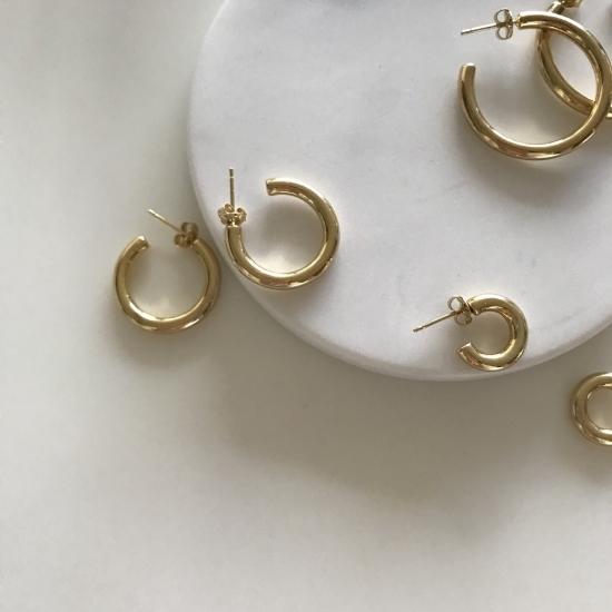 Hoop pierces / medium