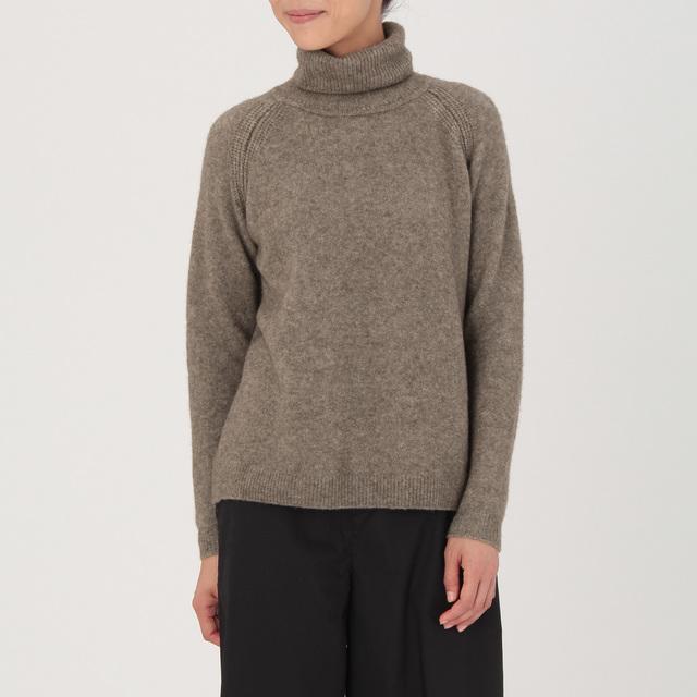 ヤク混ブークレタートルネックセーター