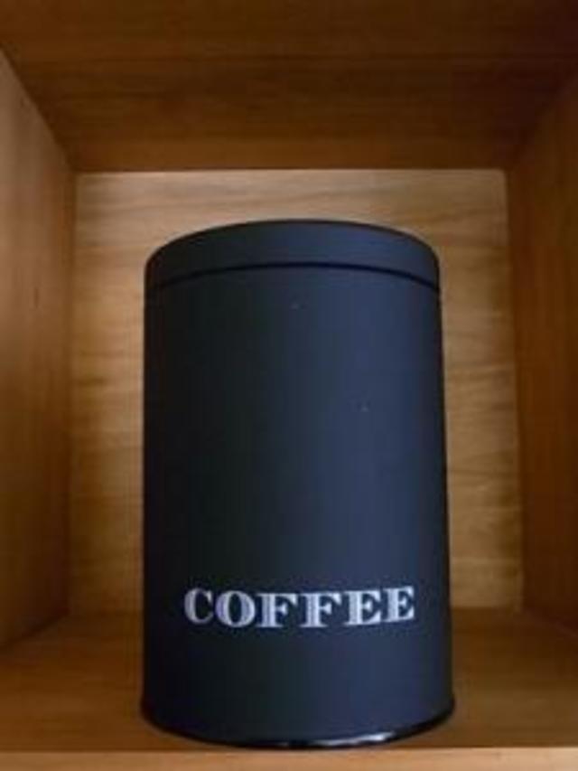 黒のCOFFEE缶