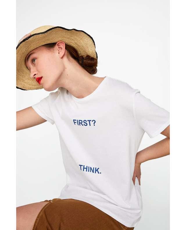 フロントテキスト入りTシャツ