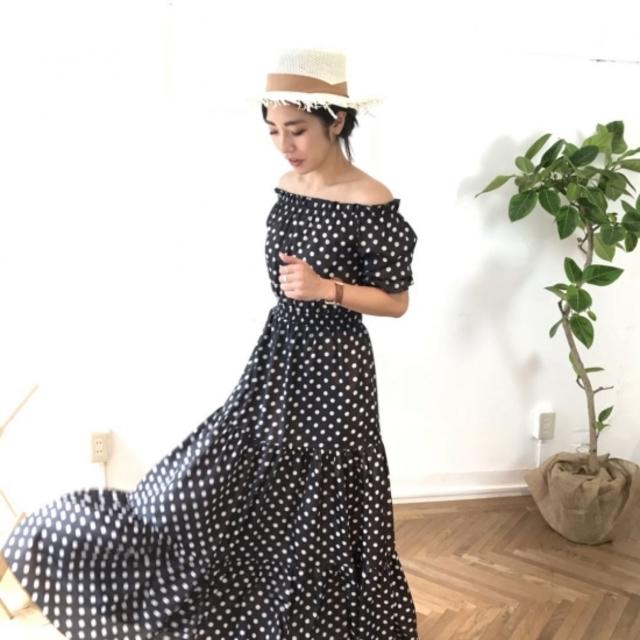 オフショルダードットドレス
