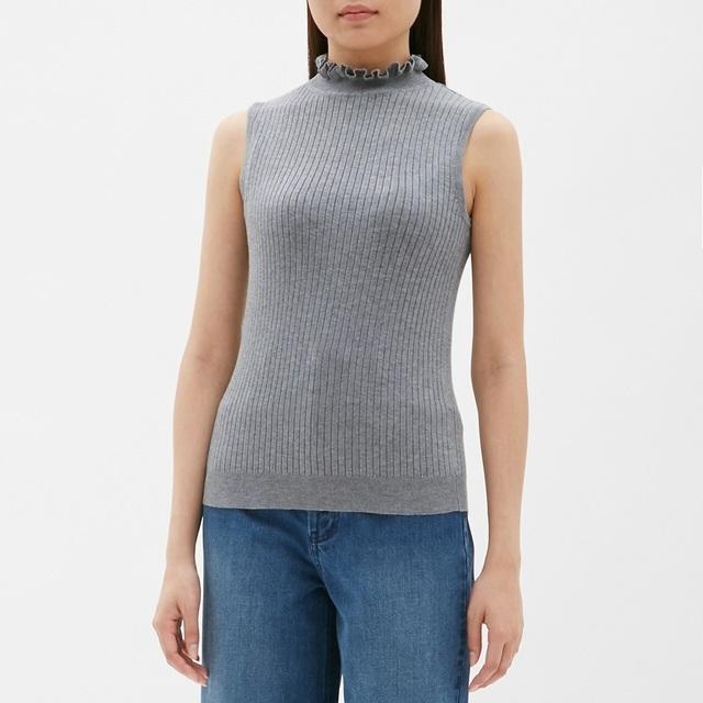 フリルネックセーター
