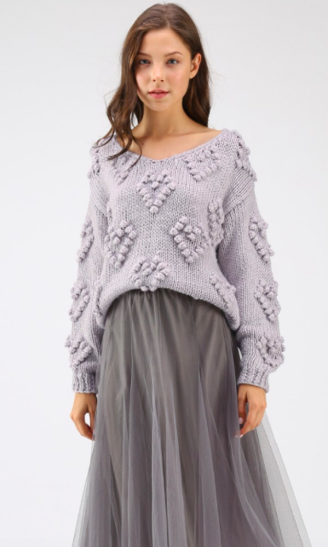 ポンポン付きVネックセーター