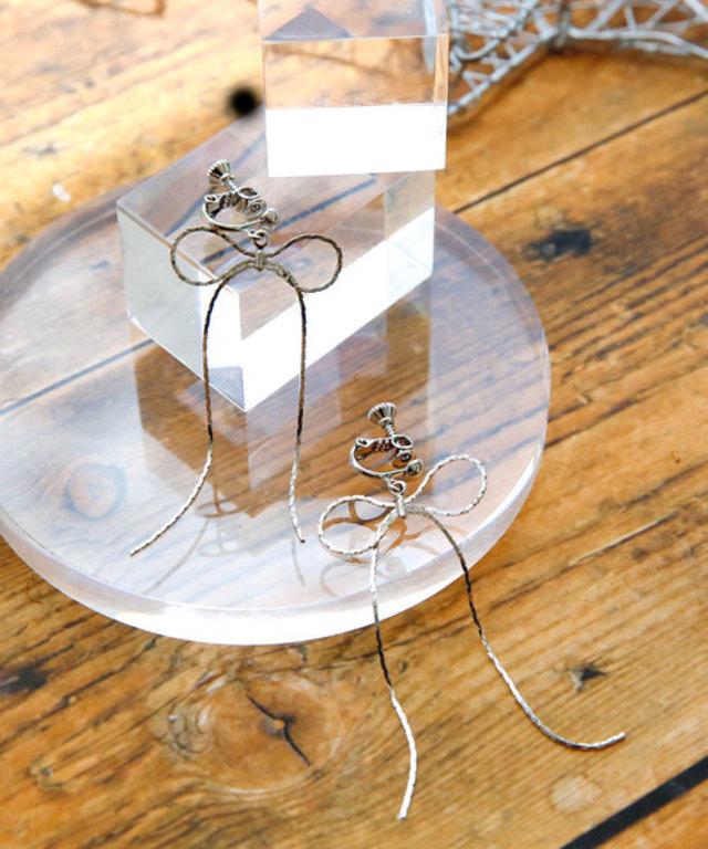 ロングリボンのイヤリング