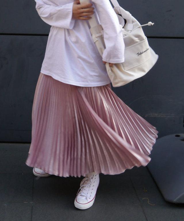 サテンプリーツロングスカート