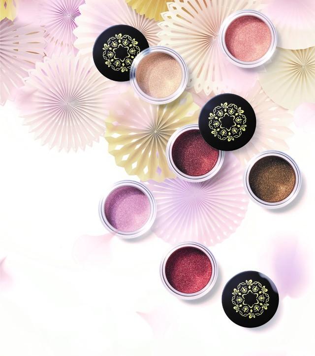 @cosme nippon|加賀の光彩と縁付金箔のカラーパウダー
