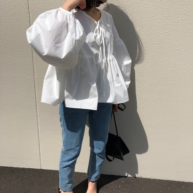 Front ribbon volume blouse