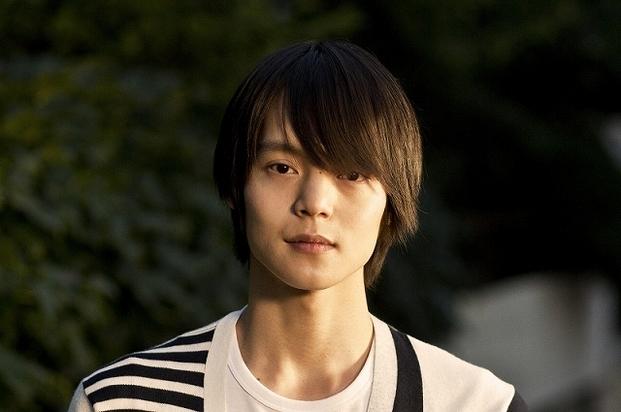 告白される大学生を演じる人気上昇中のイケメン俳優窪田正孝。誰に告白されるんでしょう?