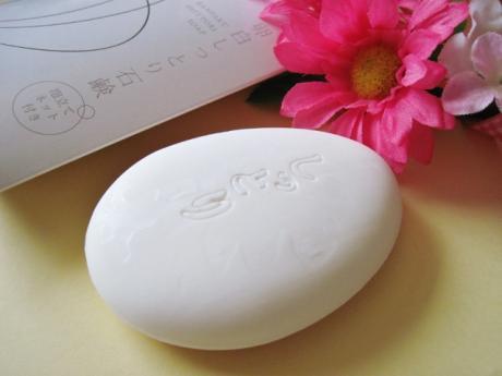 そこで、もっと手軽に卵白の効果を得られるアイテムとしてオススメなのが、卵白でできた洗顔ソープ「ランリッチしっとりソープ」です。早速特徴をみていきましょう。