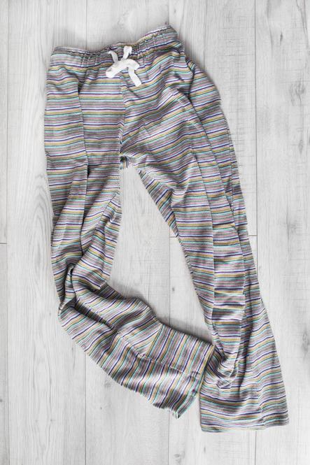 7599cb3a227e 穿かなくなったストレートやワイド型のパンツがあれば、巾着バッグにリメイクしてみませんか?動画のようなコットン素材のものだけでなく、デニムで作っても可愛いん  ...